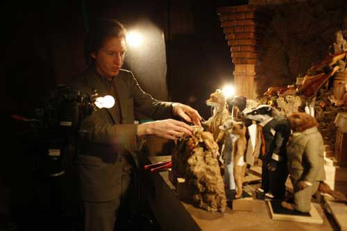 Director-Wes-Anderson-on-the-set-of-FANTASTIC-MR.-FOX-Photo-Credit-Greg-Williams