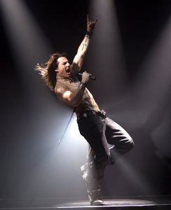 Tom-Cruise-Rock-of-Ages