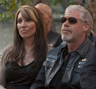 katey-sagal-ron-perlman-sons-of-anarchy