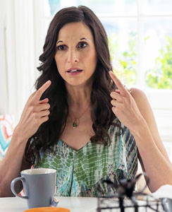 trophy-wife-michaela-watkins