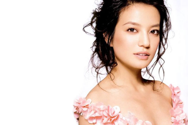 viewer sues chinese actress for staring too intensely