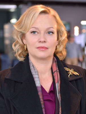 Samantha Mathis Talks The Strain Her Advice To Actors